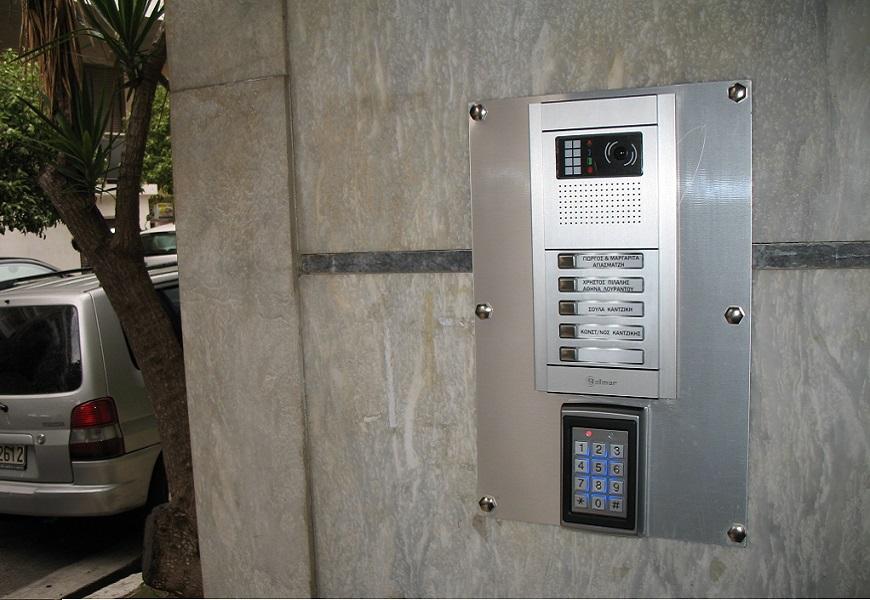 αυτόματο κλείδωμα εξώπορτας για πολυκατοικίες και μονοκατοικίες